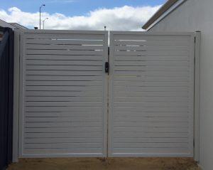 aluminium-slat-gates-surfmist